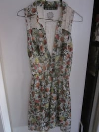 Brand New Floral Design and Lace Light Summer Dress by Tattoo - Size Small Winnipeg