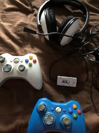 Xbox hands free headphones and 2 controllers Langley, V3A 1H9