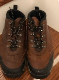 Timberland classic hiking boots. Youth Boys size 5.