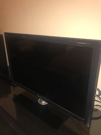 Samsung 27' LED black flat screen TV with remote