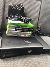 Xbox 360 console with game case New City, 10956