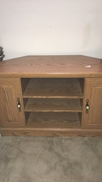 Brown wooden single pedestal tv desk Upper Marlboro, 20774