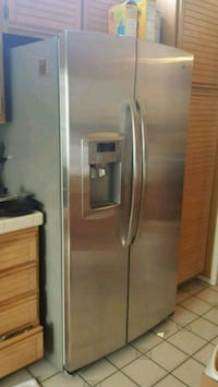 stainless steel side-by-side refrigerator with dis Rancho Cucamonga, 91737