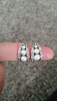 two silver-colored rings with white gemstones Clarksville, 37043