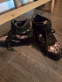 black & pink flower boots. size7 Winnipeg, R2W 2E7