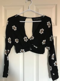 black and white floral plunging-neck long-sleeved crop-top Toronto, M6J 2P6