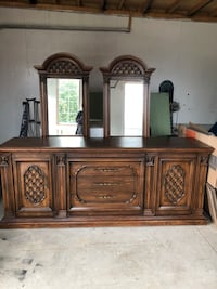 Solid wood dresser with 2 mirrors  Barrie, L4N