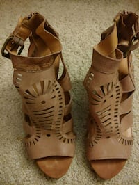 Ladies shoes size 8 1/2 Hampton, 23666