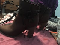 Size 10 brand new Pair of brown chunky heel booties Fort Erie, L0S