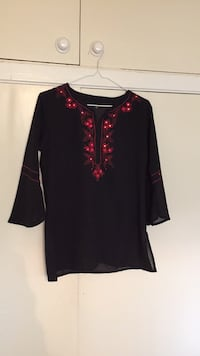 Black and red women's top  Vaughan, L4K 2L3