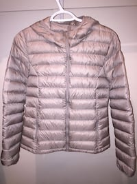 TNA Small Puff Jacket Size: M Vaughan
