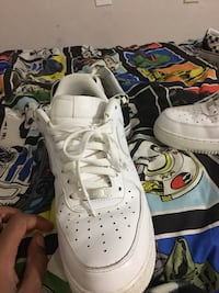 Pair of white nike air force 1 low shoes Cedar Hill, 75104