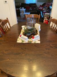 Dining room set with pine dry sink