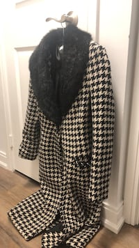 Barely used fur coat Toronto, M4P 0A4