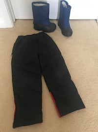 Toddlers snow pants and boots