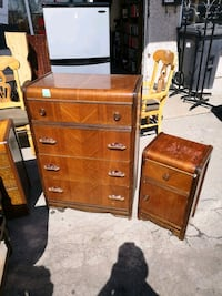 Bureau  75.00 table chevet 25 .00 Longueuil