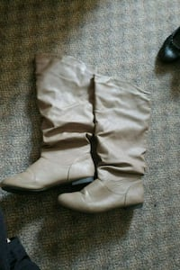 pair of gray leather slouchy flat boots Burnaby, V3N 3B8