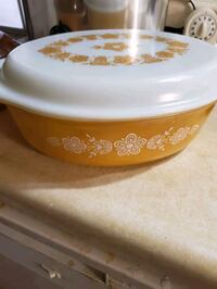 2 pyrex casserole dishes