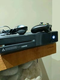 Xbox one + controller + headset