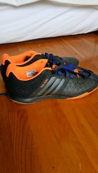 Like new Adidas indoor soccer shoes Montréal, H4A 1Y1