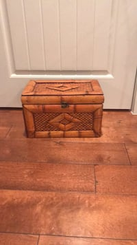 Small wooden chest  Leesburg, 20175