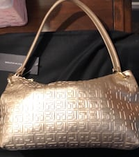 Never  used women's Tommy hilfigre small hand bag. Surrey
