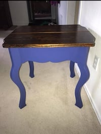 Pine/blue side table  Albany, 12205