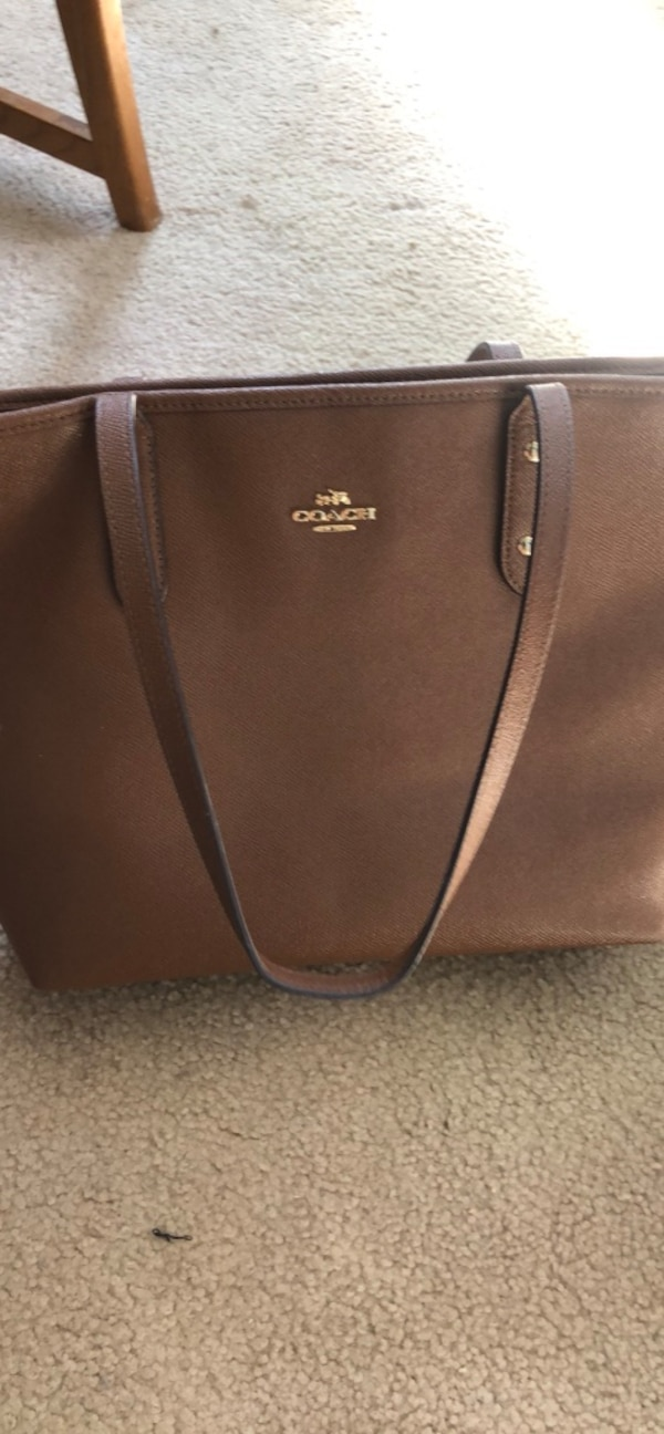 Coach city zip tote in saddle&cross grain leather 3f3233e4-6840-42e8-a6f0-6d9f7b034cf7