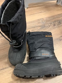 Kids Columbia winter boots Size 1