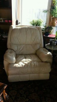 Off white leather recliner Vienna, 22182