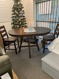 Round brown wooden table with four chairs dining set Houston, 77036