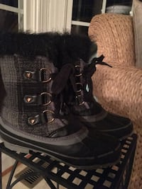 Girls size 3 gray and black Juicy Couture Boots  Centreville, 20120
