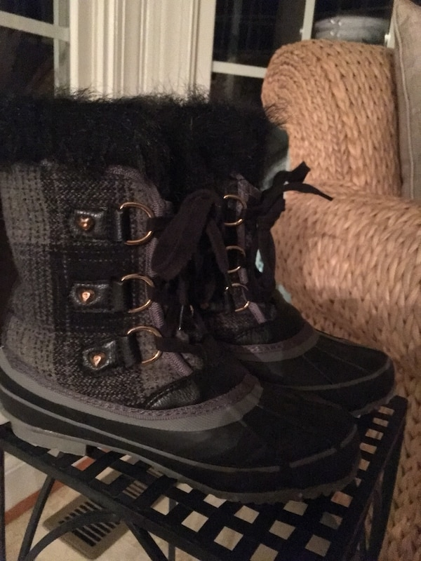 Girls size 3 gray and black Juicy Couture Boots