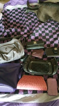 Assorted womens handbags and wallets Lexington, 40509