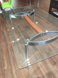 round glass top table with stainless steel base Los Angeles, 91607