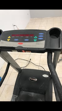 Tapis roulant 3hp en excellente condition. Laval, H7Y 1Z9