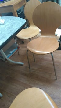 AWESOME DINE TABLE & 4 DESIGNER CHAIRS extraleaf Mississauga, L4Y 3A2