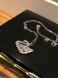 Swarovski Crystal Swan Necklace Excellent Nanaimo, V9T 2N6