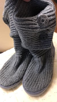 UGG Pair of grey knitted boots Toronto, M4H