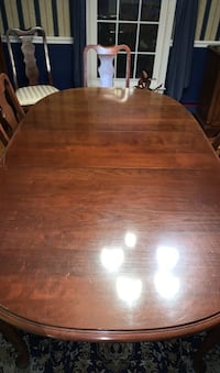 Dining room table, w 8 chairs