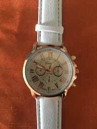 round white and gold-colored chronograph watch 915 mi