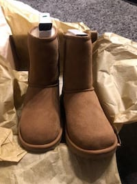 BNIB Authentic UGGS in Chestnut sz 6 Richmond, V6V 1B7