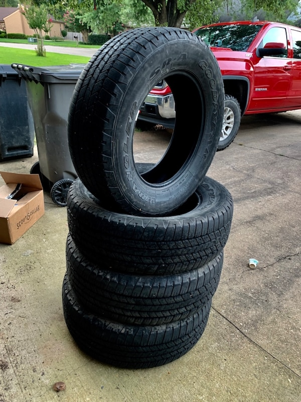 Pulloff For Sale >> 18 Pull Off Tires From 2015 Gmc Sierra 265 65 R18