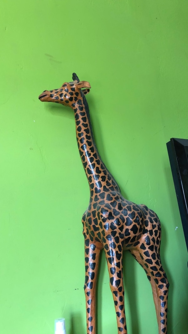 Giraffe for sale price is negotiable