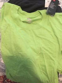 green scoop-neck shirt Port Coquitlam, V3C 0C4