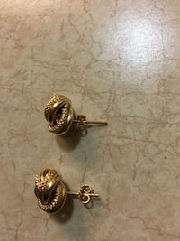Pair of gold-colored earrings Surrey, V3T 5M1