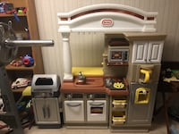 brown and white Little Tikes kitchen playset 33 km