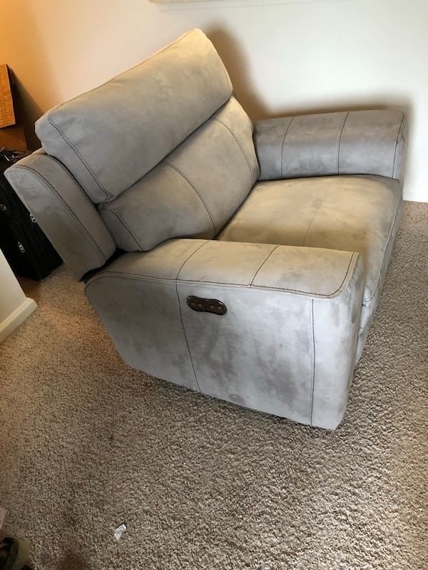 Recliner Chair bf8512ee-a53f-4024-aec5-0179c5bc3451