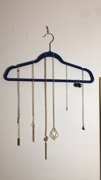 BUNDLE of 6 necklaces and 1 pair of earrings! North Vancouver, V7L 4T1