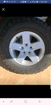Factory rim and tire new.265/70r17  Brooklyn, 44144